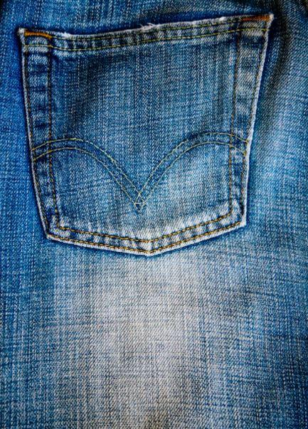 recylcage et collecte de vieux pantalons jeans